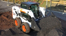 Колесный мини погрузчик Bobcat S510 в работе