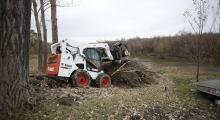 Колесный мини погрузчик Bobcat S770 в работе