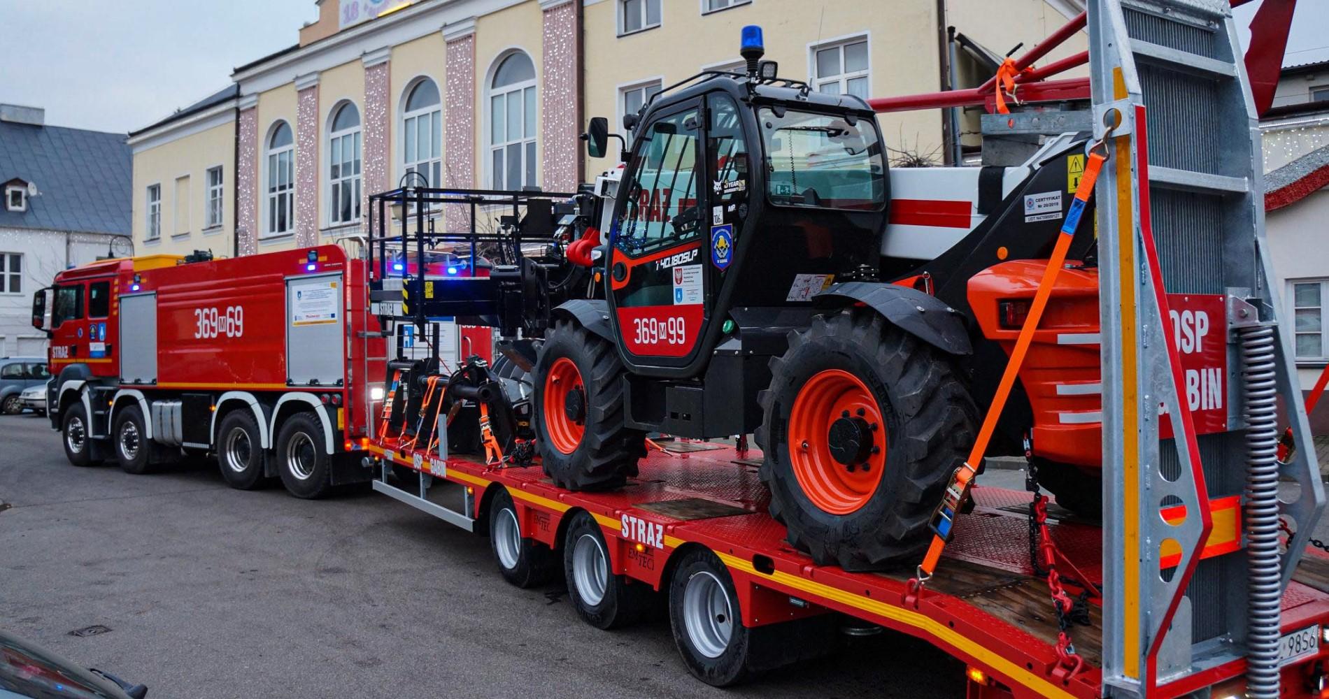 Телескопический погрузчик Bobcat помогает польской пожарной части