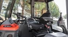 Экскаватор-погрузчик Bobcat B730 фото кабины
