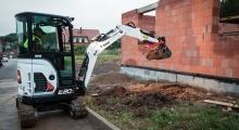 Мини экскаватор Bobcat E20z копает