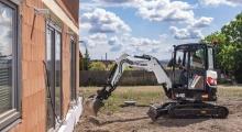 Мини экскаватор Bobcat E26 копает