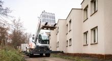 Телескопический погрузчик Bobcat TR60.250 перевозит груз