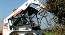 Колесный мини погрузчик Bobcat S100 в работе