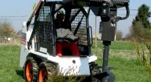 Колесный мини погрузчик Bobcat S100 на поле