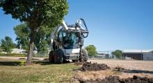 Колесный мини погрузчик Bobcat S650 благоустройство территории