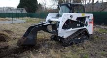 Гусеничный мини погрузчик Bobcat T110 в работе