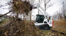 Гусеничный мини погрузчик Bobcat T770 работает