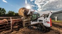 Гусеничный мини погрузчик Bobcat Т870 на ферме